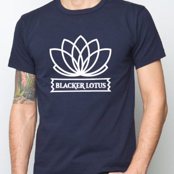camiseta blacker lotus logo